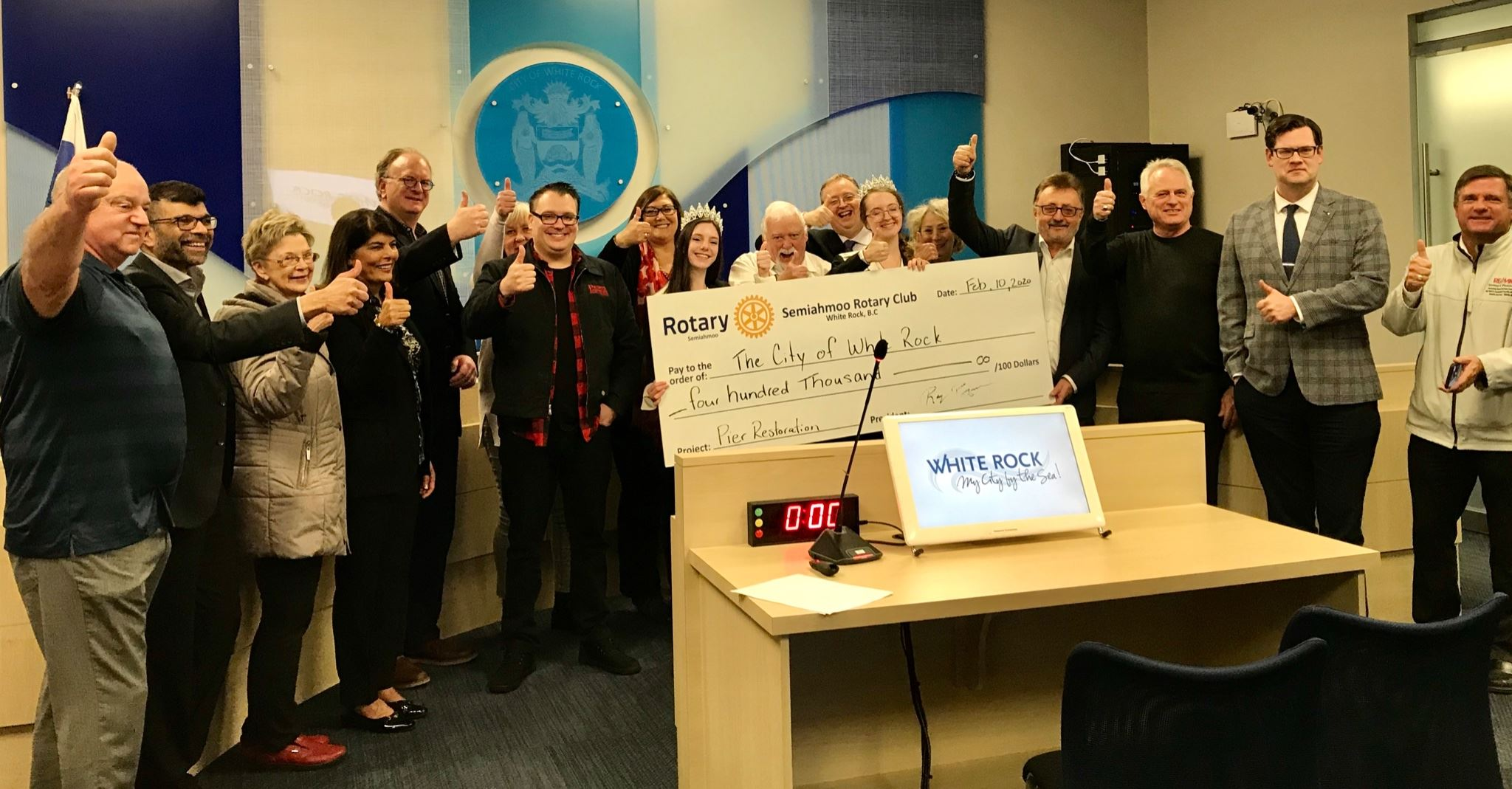 White Rock City Council receives $400,000 cheque from Friends of the Pier